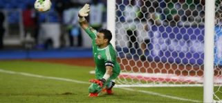 Football Soccer - African Cup of Nations - Semi Finals - Burkina Faso v Egypt- Stade de l'Amitie - Libreville, Gabon - 1/2/17 Egypt's Essam El-Hadary makes a save during the penalty shoot out Reuters / Mike Hutchings Livepic